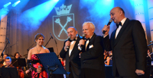 During the 4th University Gala Concert the host of the evening, Prof Karol Musioł, playfully performed the song <i>Time to say goodbye</i> (by A. Bocelli and S. Brightman) together with two other rectors: Prof. Antoni Tajduś (AGH University of Science and Technology) and Prof. Janusz Żmija (Hugon Kołłątaj Agricultural University of Krakow).